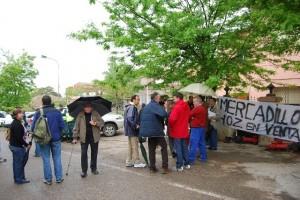 Los vecinos de Hoz mostraron su rechazo ante los técnicos de la CHE y los promotores.