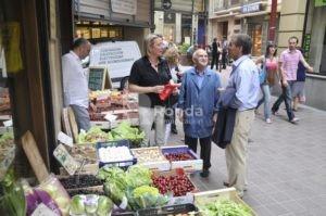Almunia y Cosculluela vistian el comercio de Barbastro.