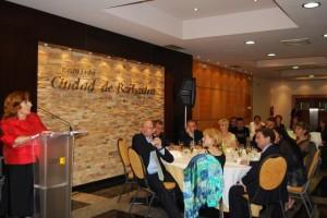 La consejera Broto presidió la tradicional cena literaria. Foto E.P.