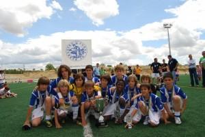 El equipo benajmín del Español, el mejor del país. Foto JLP.