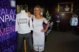 Carmen Palacio con sus creaciones. Foto JLP.