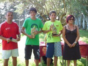 Los ganadores del torneo con Obdulia Gracia. Foto: Carmen Guardia.