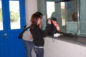 Pasajeros de la estación de Monzón. Foto JLP.