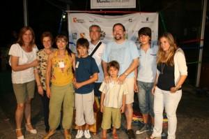Los campeones infantiles con sus familiares. Foto S.E.