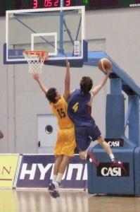 Koka Tomaradze, terminando una contra. Foto S.E.