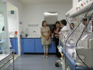 Noeno y la presidenta de UNICEF visitan el Hospital de Barbastro. Foto S.E.
