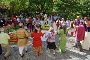 Danza en torno a la virgen y al mosto. Foto JLP.