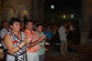 Ovación de los feligreses a su párroco. Foto JLP.