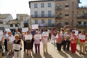 Los vecinos protestaron con carteles. Foto JLP.