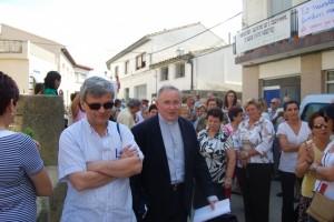 José María Arnal con el vicario Nicolás López. Foto JLP.