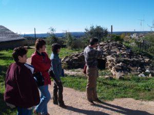 Numerosos visitantes se acercan cada año a Colungo. Foto JLP.