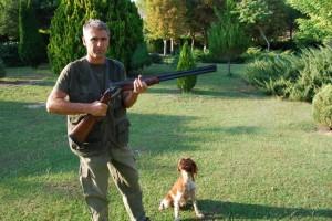 Julián Oliván y su perra Reis. Foto José Luis Pano.