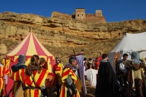 Las tropas de Arnal de Luna se preparan para tomar el castillo. Foto José Luis Pano.
