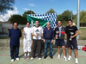 El alcalde con los ganadores. Foto C.G.