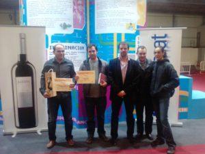 Ganadores del concurso de blogs, el director de SomonParty y patrocinadores. Foto R.S.