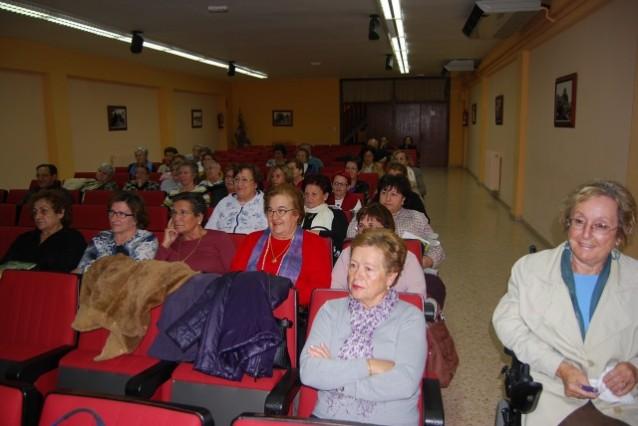 Asistente a la Universidad de la Experiencia en Monzón. Foto JLP.