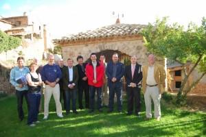 Autoridades y tour operadores extranjeros en Alquézar. Foto JLP.