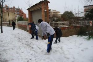 Estudiantes en plena pelea de bolas de nieve. Foto JLP.