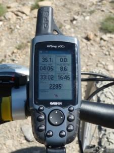 """""""Las cifras del GPS sitúan el collado de la Portella un poco más alto como podéis ver en las fotos del aparato, condatos como los 35 km de subida en casi cinco horas"""". (Pedro Solana)."""
