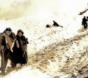 """""""El tiempo atmosférico es otro protagonista indiscutible de la vida en la montaña, la nieve (en sus distintos tipos), las temidas ventiscas, los aludes..."""" (Víctor Castillón)."""