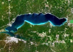 Lago de Petén Itzi visto desde el satélite.