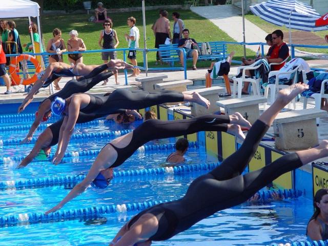 Monz n acoge la primera jornada del provincial de nataci n for Piscinas de monzon