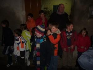 Los más pequeños pidieron las fiestas en casa del párroco. Foto JLP.