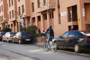 Un ciclista por Barbastro. Foto R.S.