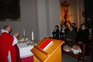 Bendición de las teticas de santa Águeda en Adahuesca. Foto JLP.