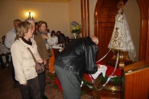 Numerosos fieles visitaron a la virgen de la Alegría. JLP.