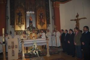 Alfonso Milián ofició la eucaristía ante a las autoridades. JLP.