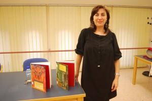 Ana Cristina Herreros con dos de sus libros. JLP.