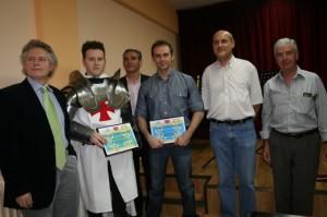 Los ganadores con los miembros del jurado.