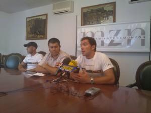 Los montañeros de Monzón con Joaquín Palacín. JLP.