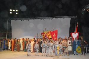 Actores voluntarios y profesionales representan 'El Sitio de Barbastro'. JLP.