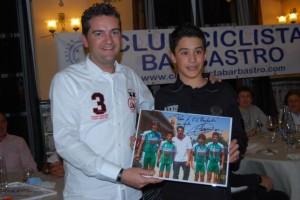 Foto dedicada al club por Miguel Indurain.