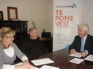 El Justicia con los responsables del museo de Barbastro.