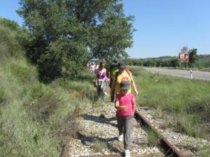 Marcha por las vías del ferrocarril. JLP.