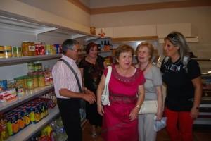 Los vecinos de Artasona visitaron el centro multiservicios. José Luis Pano.