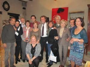 Foto de familia de los restauradores noruegos, la viceconsul y sus anfitriones en el Somontano. JLP.