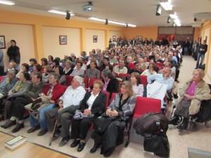 El salón de actos estuvo abarrotado. JLP.