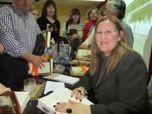 La autora durante la firma de ejemplares. JLP.