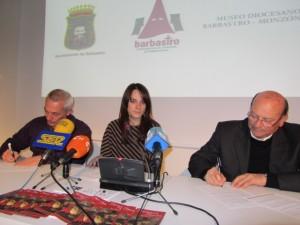 Firma del acuerdo con el Museo. JLP.