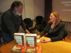 """La autora de """"Palmeras en la nieve"""" pudo conversar con algunas personas que estuvieron en la isla de Fernando Poo""""."""