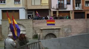 Banderas republicanas sobre la fuerte del Vivero.