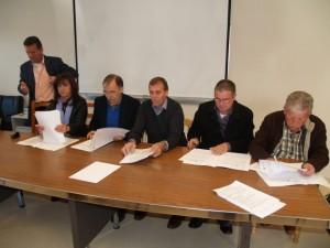 Firma de la donación de los remolques. JLP.
