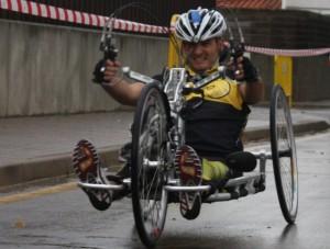 Diego Ballesteros con su handbike.
