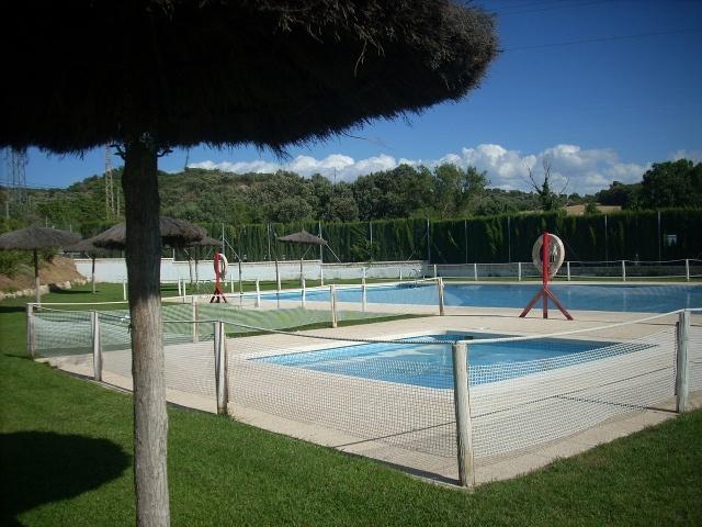 La piscina de estada abre la temporada reformada for Piscinas de monzon
