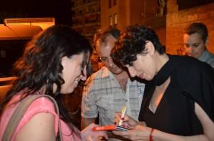 Luz, muy atenta con sus fans. JLP.