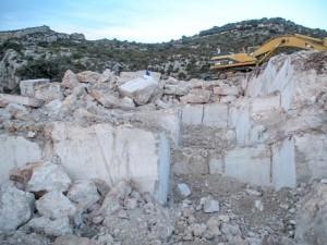 Extracción de piedras por parte de Jetprom en la Carrodilla. E.A.